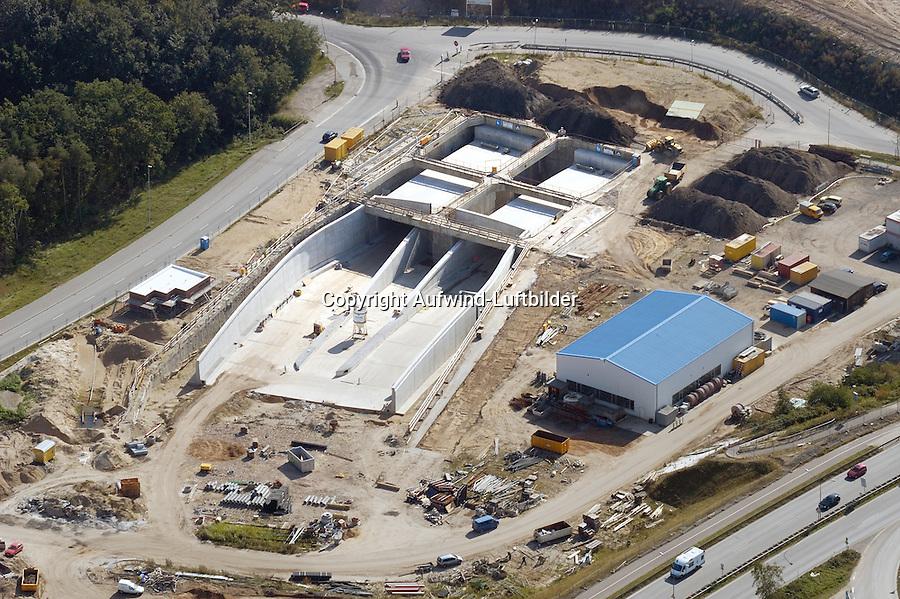 Herrentunnel Einfahrt Baustelle: EUROPA, DEUTSCHLAND, SCHLESWIG- HOLSTEIN, LUEBECK, (GERMANY), 17.09.2004: Herrentunnel Einfahrt Baustelle