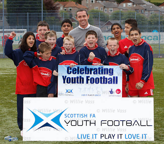 David Weir at Toryglen in his role as a Youth Football ambassador for the SFA