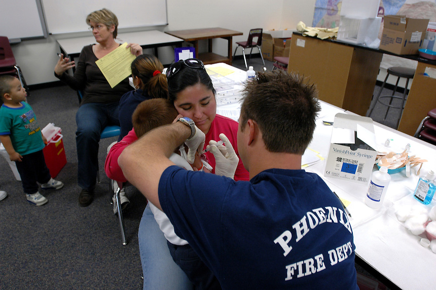 voz-Flu Shots1215   121207  Phoenix FD gives out free flu shots for the public in Phoenix, on Wedsnday December 12, 2007.  Photo by AJ Alexander/la voz.