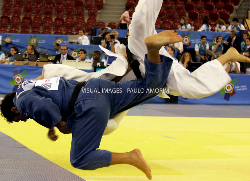 Gergis Leite of BRA (Blue)  against Worthington of USA (White) during eliminatory of the  World Cup Men Judo 2010 Category Men -100 Kg. at Campo Pequeno Arena  in Lisbon,Portugal 13 June,2010.