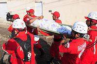 RIO DE JANEIRO,RJ,30.07.2013- ADUTORA DA CEDAE ROMPE EM CAMPO GRANDE ZONA OESTE DO RIO. Casas e carros foram destruídos na madrugada desta terça-feira, 30, atingidos por milhões de litros de água que jorraram depois do rompimento de uma tubulação subterrânea da Companhia Estadual de Águas e Esgoto (Cedae). O desastre aconteceu no bairro de Campo Grande, zona oeste do Rio de Janeiro, nas imediações da Estrada do Mendanha. Pelo menos uma pessoa ficou ferida. A região está toda alagada. FOTO: SANDROVOX/BRAZILPHOTOPRESS