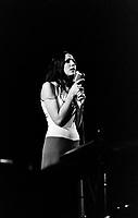La chanteuse Renee Claude sur  scene, le<br /> le 6 novembre 1968<br /> <br /> Photographe : Photo Moderne<br /> - Agence Quebec Presse