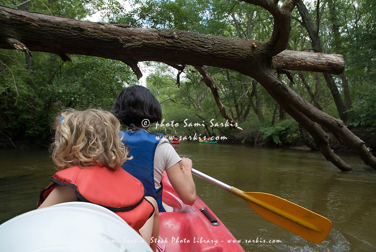 Mother and her daughter canoeing on the Eyre river, Aquitaine, France.