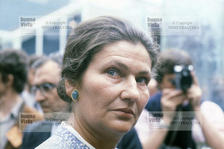 - Simone Veil, primo presidente eletto del Parlamento Europeo e primo presidente donna (1979)<br /> <br /> - Simone Veil, first elected president of the European Parliament and the first female president (1979)