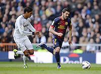 FUSSBALL  INTERNATIONAL  PRIMERA DIVISION  SAISON 2012/2013   26. Spieltag  El Clasico   Real Madrid  - FC Barcelona        02.03.2013 David Villa (re, Barca) gegen Raphael Varane (Real Madrid)