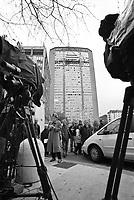 Milano, un piccolo aereo si schianta contro il Grattacielo Pirelli. Una giornalista della RAI --- Milan, a small plane crashes into the Pirelli skyscraper. A journalist of RAI