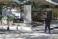 SAO PAULO,SP, 03.08.2015 - VELORIO-ICAMI - Familiares e amigos acompanham o velório do psiquiatra, educador e escritor Içami Tiba no Cemiterio do Morumby, zona sul de São Paulo nesta segunda-feira (3). Tiba morreu em São Paulo às 19h no ultimo domingo (2) no Hospital Sirio Libanes vítima de um Câncer.  (Foto: Douglas Pingituro / Brazil Photo Press)