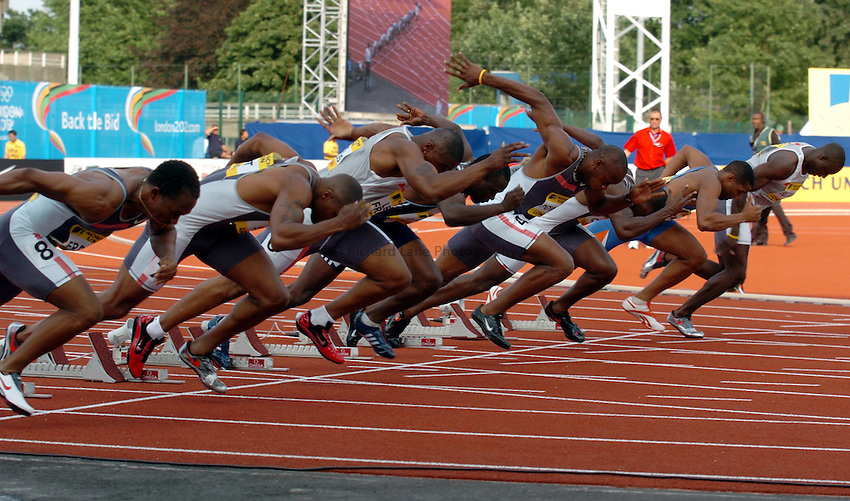 Photo. Henry Browne..Norwich Union London Grand Prix Athletics at Crystal Palace. 30/07/2004..Mens 100m Heat 1..The start of the 100m.