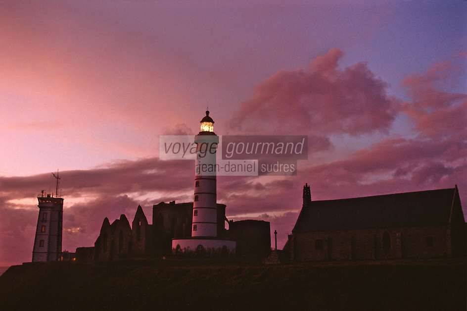 Europe/France/Bretagne/29/Finistère/Pointe Saint-Mathieu : Le phare de nuit