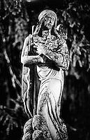 """Fortunago, paese in provincia di Pavia annoverato tra """"i borghi più belli d'Italia"""". Una statua religiosa presso la Chiesa Parrocchiale --- Fortunago, small village in the province of Pavia rated within the """"most beautiful villages in Italy"""". A religious statue at the parish church"""
