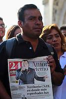 Ciudad de M&eacute;xico 29/Agosto/2016.<br /> Despu&eacute;s de darse a conocer la triste noticia, de fallecimiento de &quot;El Divo de Ju&aacute;rez&quot;, cientos de fans se re&uacute;nen en las inmediaciones del Palacio de Bellas Artes para brindarle un homenaje y corear sus canciones a las afueras del recinto, mientras un amplio contingente de seguidores arriban a la Plaza de  Garibaldi, para brindarle un homenaje al pie de su estatua.