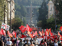 Manifestazione di metalmeccanici a Roma, 9 ottobre 2009, in occasione dello sciopero della categoria indetto dalla Fiom Cgil..Metalworkers demonstrate in Rome, 9 october 2009, in occasion of a strike summoned by Fiom Cgil union..UPDATE IMAGES PRESS/Riccardo De Luca