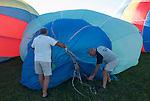 After spreading and preparing the balloon envelope, cold air is blown into the ballon with a big fan. <br /> Apr&egrave;s avoir &eacute;tal&eacute; la toile de la montgolfi&egrave;re, de l'air est propuls&eacute; &agrave; l'int&eacute;rieur du ballon &agrave; l'aide d'un puissant ventilateur.