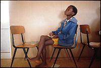 Mozambico, alunno  di una scuola primaria a Maputo