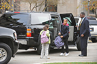 Barack Obama Drops Daughters at School (USA)