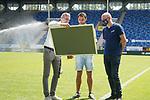 Kapitän Kevin Conrad wird verabschiedet beim Spiel in der 3. Liga, SV Waldhof Mannheim - FSV Zwickau.<br /> <br /> Foto © PIX-Sportfotos *** Foto ist honorarpflichtig! *** Auf Anfrage in hoeherer Qualitaet/Aufloesung. Belegexemplar erbeten. Veroeffentlichung ausschliesslich fuer journalistisch-publizistische Zwecke. For editorial use only. DFL regulations prohibit any use of photographs as image sequences and/or quasi-video.