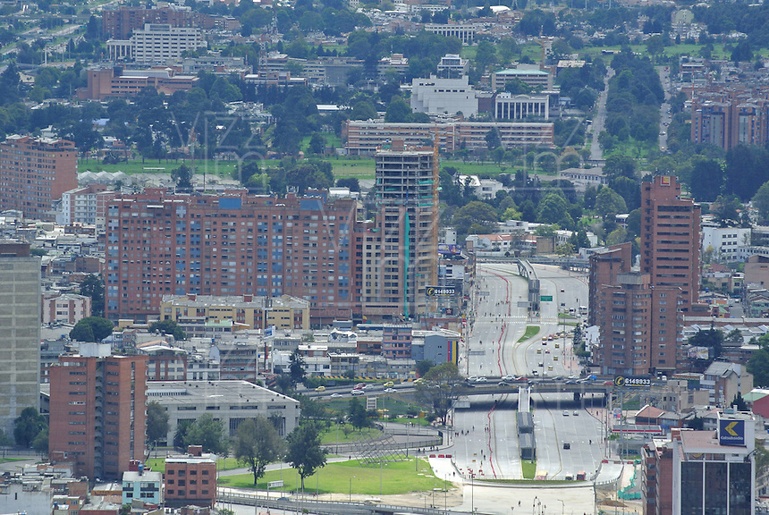 BOGOTÁ -COLOMBIA. Aspecto panorámico de la Avenida El Dorado en el centro de la ciudad de Bogotá, Colombia./ Panoramic aspect of El Dorado Avenue in downtown Bogota, Colombia. Photo: VizzorImage/ Str