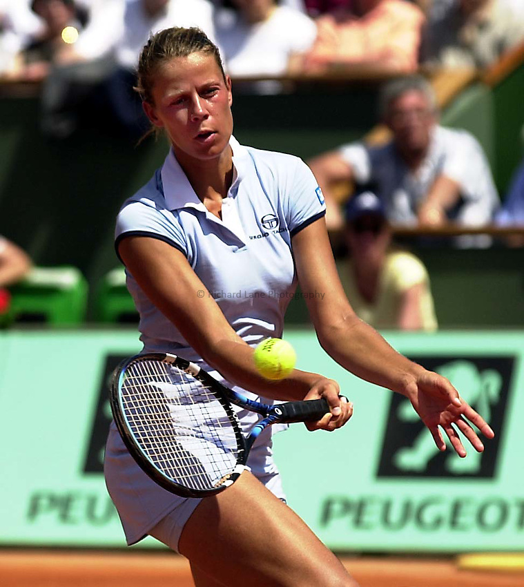 Photo. Richard Lane. .Roland Garros 2001, French Open Tennis. 28/5/2001.Jana Kandarr of Germany returns as she goes to victory over Amelie Mauresmo of France in the first round..
