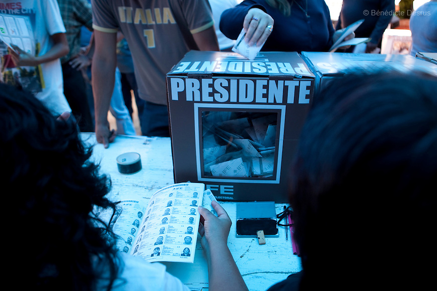1 July 2012 - Mexico City, Mexico - Mexicans cast their vote for a new president at a polling station in Tepito neighborhood in Mexico City. Photo credit: Benedicte Desrus