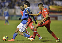 TUNJA -COLOMBIA, 04-10-2014. Harold Macias (Der) jugador de Patriotas FC disputa el balón con Fabian Vargas (Izq) jugador de Millonarios durante partido por la fecha 13 de la Liga Postobón II 2014 realizado en el estadio La Independencia de Tunja./  Harold Macias (R) player of Patriotas FC fights the ball with Fabian Vargas (L) player of Millonarios during match for the 13th date of Postobon  League II 2014 played at  La Independencia stadium in Tunja. Photo: VizzorImage/ Gabriel Aponte / Staff
