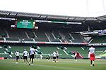 Die Spieler des FC Koeln vor dem Spiel auf dem Platz.<br /><br />Sport: Fussball: 1. Bundesliga:: nphgm001:  Saison 19/20: 34. Spieltag: SV Werder Bremen - 1. FC Koeln, 27.06.2020<br /><br />Foto: Marvin Ibo GŸngšr/GES/Pool/via gumzmedia/nordphoto
