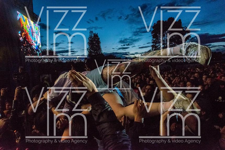 BOGOTA - COLOMBIA, 29-06-2019: Cada año se lleva acabo el festival de rock más grande de America latina, rock al parque, esta vez en su versión 25 trae consigo bandas nacionales e internacionales,  durante 3 días la gente tendrá la posibilidad de ir a ver. / Each year it takes place the biggest rock festival of America Latina, rock al parque, this time in its version 25th it brings with it national and international bands, during 3 days the people will have the possibility to go and see them. Photo: VizzorImage / Nicolas Aleman / Cont