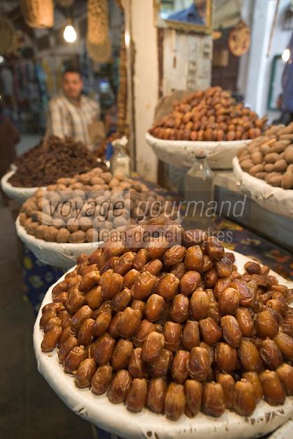 Afrique/Afrique du Nord/Maroc/Fèz: Dans la médina de Fèz-El-Bali détail dattes sur un étal de fruits secs du souk