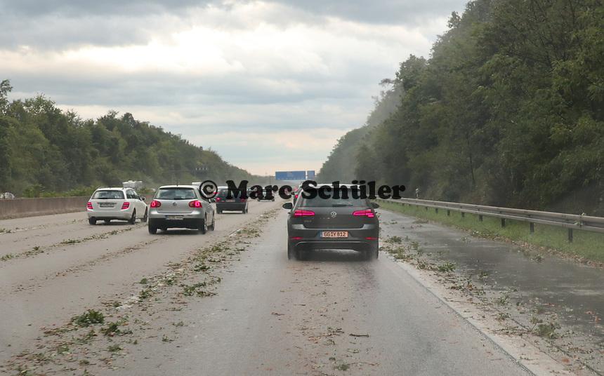 Unrat auf der A5 sorgt für Stau bei Mörfelden-Walldorf - 18.08.2019: Unwetter in Rhein-Main