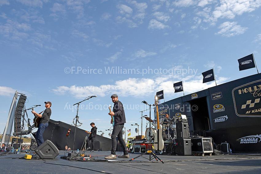 Brad Paslay Concert