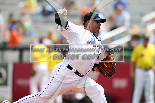 March 21, 2010:  Relief Pitcher Elmer Dessens (64) of the New York Mets during a Spring Training game at Tradition Field in St. Lucie, FL.  Photo By Mike Janes/Four Seam Images