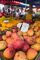France, île de la Réunion, Saint Paul, marché hebdomadaire de Saint Paul,  mangues  //  France, Ile de la Reunion (French overseas department), weekly open market of Saint Paul, mangoes