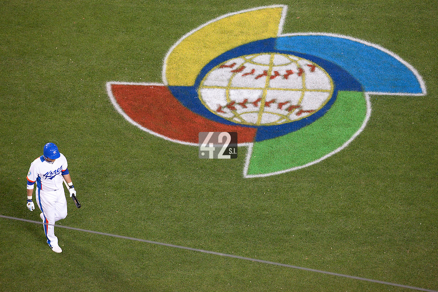 23 March 2009: #5 Shin Soo Choo of Korea walks back to the dugout after being called on strikes during the 2009 World Baseball Classic final game at Dodger Stadium in Los Angeles, California, USA. Japan defeated Korea 5-3