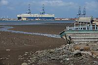 DJIBOUTI, port, RoRo carrier Eukor, most of the goods for or from Ethiopia are shipped via Djibouti, old wooden dhow boat / DSCHIBUTI Hafen, RoRo Schiff fuer Autotransport, die meisten Waren fuer Aethiopien werden ueber Djibouti verschifft, altes Dhau Boot