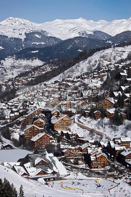 Europe/France/Rhone-Alpes/73/Savoie/Méribel: la sation et le massif du Mont Blanc vus depuis le sommet de Tourette