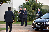 BRASÍLIA, DF, 20.06.2017 – AÉCIO-DF – Movimentação em frente à casa do senador afastado Aécio Neves no Lago Sul em Brasília, após julgamento no Supremo Tribunal Federal nesta terça-feira, 20. (Foto: Ricardo Botelho/Brazil Photo Press)