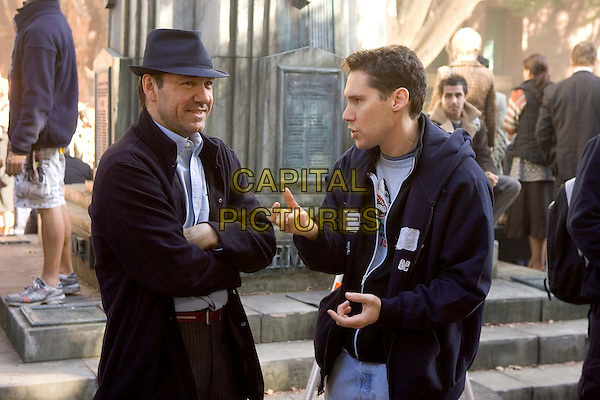KEVIN SPACEY & BRYAN SINGER (DIRECTOR) .on the set of Superman Returns.*Editorial Use Only*.www.capitalpictures.com.sales@capitalpictures.com.Supplied by Capital Pictures.