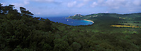 Europe/Provence-Alpes-Côte d'Azur/83/Var/Iles d'Hyères/Ile de Porquerolles: La plage Notre-Dame et le cap des Mèdes vus depuis le Fort de la repentance