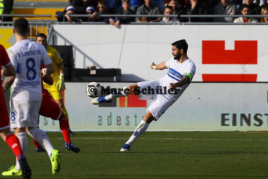 Aytac Sulu (SV Darmstadt 98) klärt- 11.03.2017: SV Darmstadt 98 vs. 1. FSV Mainz 05, Johnny Heimes Stadion am Boellenfalltor