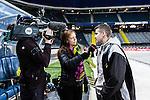 Solna 2014-03-15 Bandy SM-final Damer Kareby IS - AIK  :  <br /> TV4 Sport programledare Marika Eriksson intervjuar AIK:s huvudtr&auml;nare tr&auml;nare Oscar Pettersson-Hasselgren innan den andra halvleken<br /> (Foto: Kenta J&ouml;nsson) Nyckelord:  SM SM-final final dam damer Kareby AIK intervju TV tr&auml;nare manager coach