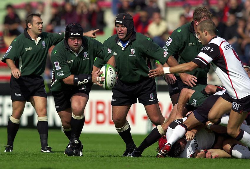 Photo. Richard Lane. .Toulouse v London Irish. Heineken Cup. 12-10-2002..Rob Hardwick attacks.