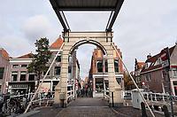 De Kuipersbrug. In het midden van de foto de Achterdam. In de Achterdam zijn bordelen gevestigd.