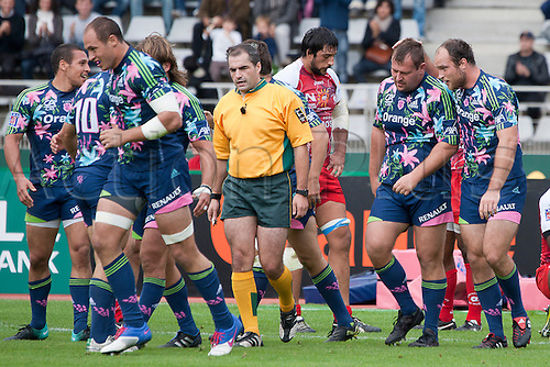 02.10.2010 Charlety ground Stade Francais Paris. Stade Francais Paris 30 - 13 Montpellier Herault Rugby in Top 14 (french league). Picture shows Rayno Gerber (second from the left) by Antoine Burban of Stade Francais.