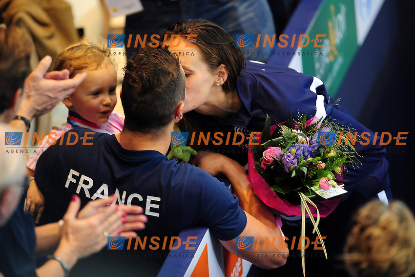 Laure Manaudou - Frederick Bousquet et sa fille Manon - bisou .Chartres 23/12/2012.Campionati Europei Nuoto Vasca Corta.Foto JB Autissier / Panoramic / Insidefoto.ITALY ONLY