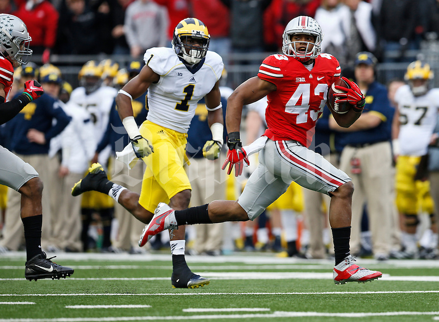 Ohio State Buckeyes linebacker Darron Lee (43) returns a fumble for a touchdown ahead of Michigan Wolverines wide receiver Devin Funchess (1) during the 4th quarter of the NCAA football game at Ohio Stadium on Nov. 29, 2014. (Adam Cairns / The Columbus Dispatch)