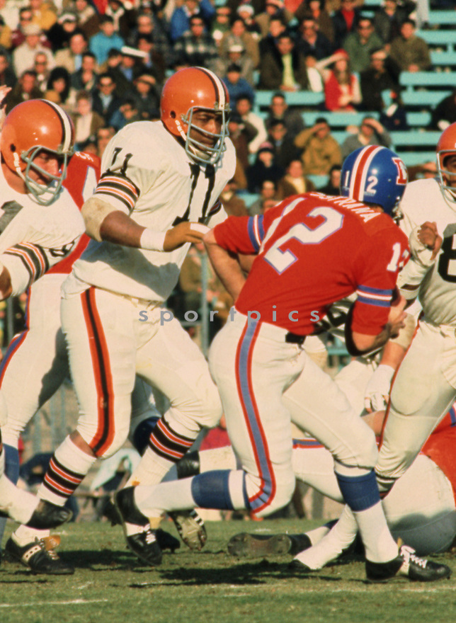 Cleveland Browns Walter Johnson (71) during a game from his 1970 season with the Cleveland Browns. Walter Johnson played for 13 years for 2 different teams and was a 3-time Pro Bowler.<br /> (SportPics)