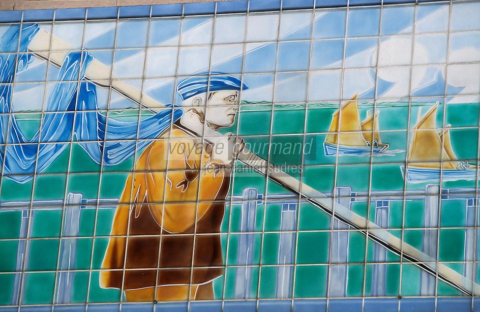 """Europe/France/Nord-Pas-de-Calais/59/Nord/Lille: Détail mosaïque du pécheur de moules sur la façade de la brasserie """"Aux Moules"""" rue de Bethune"""