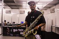 """SAO PAULO, SP, 14.12.2013 - CIRCUITO BANCO DO BRASIL  - O músico saxofonista de rua João Filho que ficou famoso por ter tocado """"Garota de Ipanema""""  com Stevie Wonder acompanhando na gaita em uma """"Jam Session"""" em frente a uma confeitaria de Brasília no ultimo dia, 08, esteve presente na sala da imprensa.  durante o Circuito Banco do Brasil no Campo de Marte na região norte da cidade de Sao Paulo neste sábado, 14. (Foto: William Volcov / Brazil Photo Press)"""