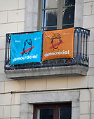 Signs on a building near the Palau de la Generalitat de Catalunya that advocates for Catalonian independence from Spain on Tuesday, November 7, 2017.  <br /> Credit: Ron Sachs / CNP