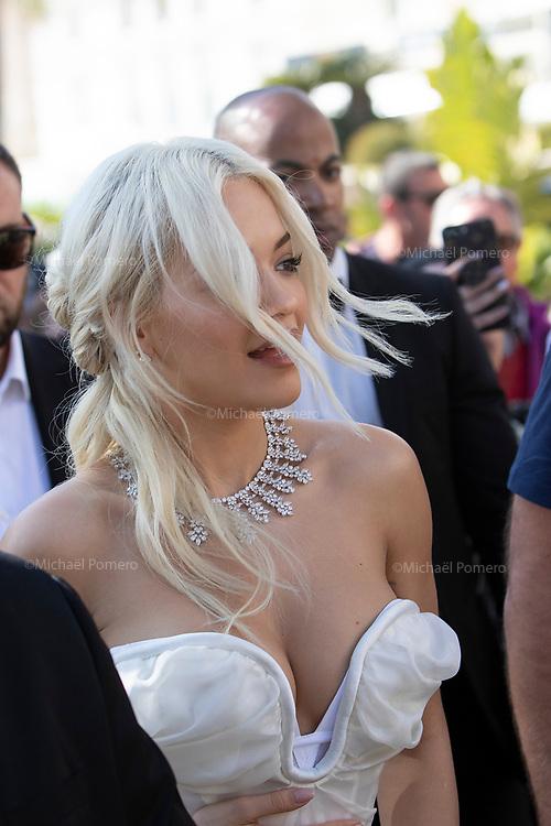 16 mai 2019 Cannes la Croisette<br /> <br /> Rita Ora a la sortie de la plage Magnum pendant le festival de Cannes.<br /> <br /> Rita Ora at the exit of the Magnum beach during the Cannes festival.