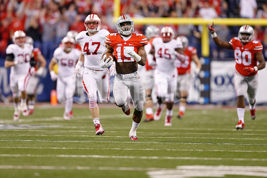 Ohio State Buckeyes running back Ezekiel Elliott (15) breaks away for a long touchdown run in the first quarter of the Big Ten Championship game between the Ohio State Buckeyes and the Wisconsin Badgers at Lucas Oil Stadium in Indianapolis, Saturday night, December 6, 2014. (The Columbus Dispatch / Eamon Queeney)